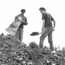 ROMAN VASSEUR, 500 Pounds of Common Earth...(artist and assistant digging at the Borgo Pass), 2000